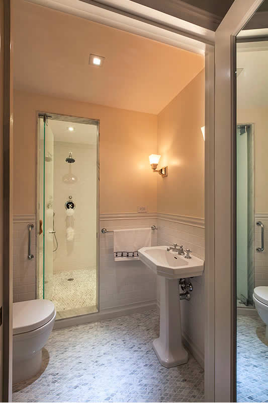 8 Small Bathrooms That Shine | Home Remodeling on Small Apartment Bathroom Ideas  id=60375